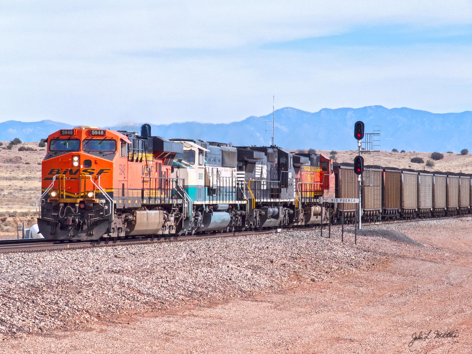 BNSF (5948 at Rio Puerco, NM on February 15, 2014.