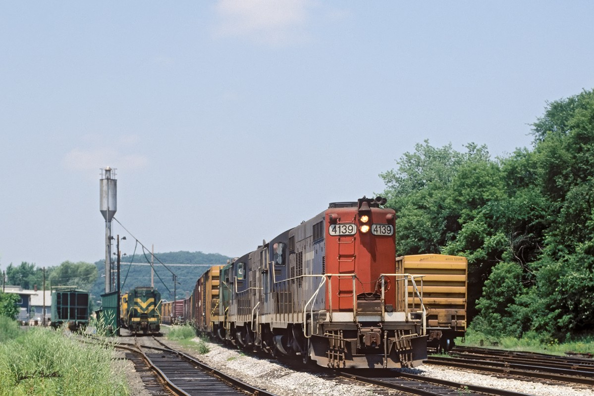 GT GP9 4139 switches at Palmer, MA in July 1988